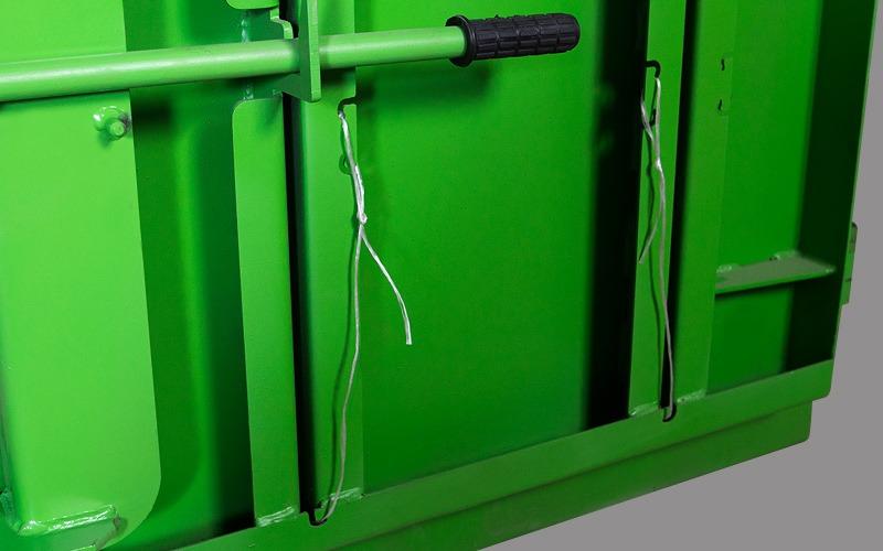 RIKO RTV 4 Нижні двері з отворами для протягування стрічки