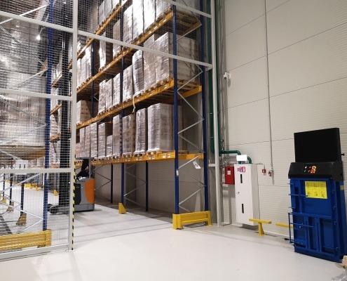 Вертикальний прес Riko Recycling Technology пресує сміття на фабриці Roshen